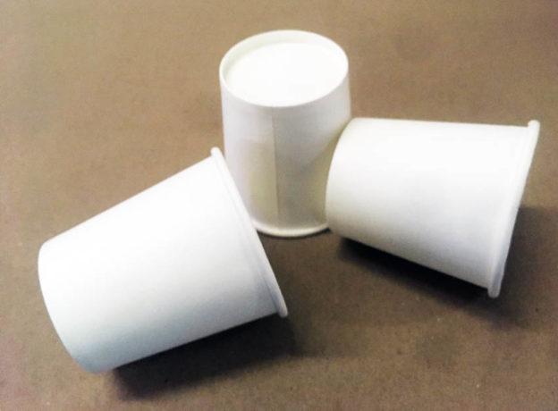 jednorázové papírové kelímky